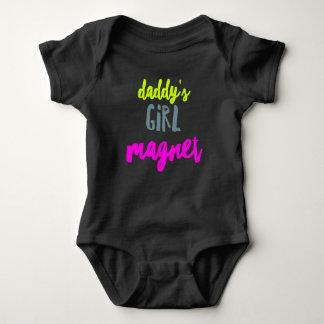 Das Mädchen-Magnet des Vatis Baby Strampler