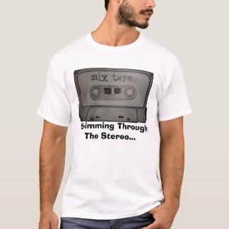 das Mischungsband, schwimmend durch das Stereo… T-Shirt