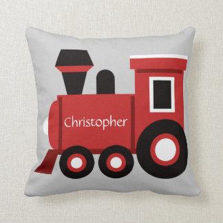 Das niedliche Kissen des Jungen, roter Zug mit