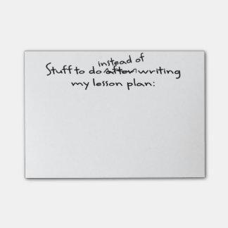 Das Post-it-Zettel des zögernden Lehrers Post-it Haftnotiz