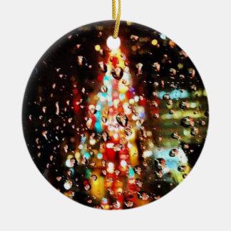 Das Regnen der Stadt beleuchtet Feiertag Keramik Ornament