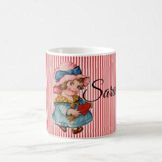 Das Retro Mädchen des Valentinsgrußes mit Herzen Kaffeetasse