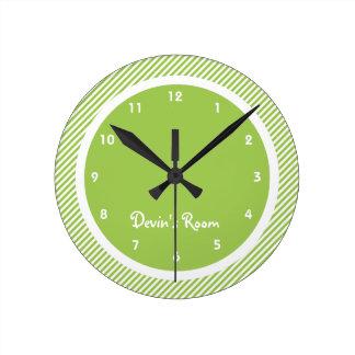 Das Schlafzimmer des grünes Streifen-Kindes Uhren