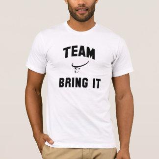 Das Team der Männer holen ihm Shirt