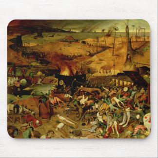 Das Triumph des Todes, c.1562 (Öl auf Platte) Mousepad