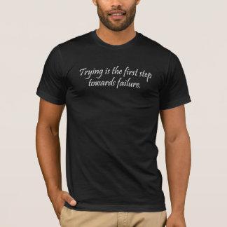 Das Versuchen ist der erste Schritt hin zu Ausfall T-Shirt