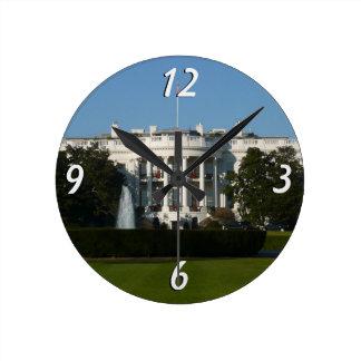 Das Weihnachts Weiße Haus für Feiertags-Washington Runde Wanduhr