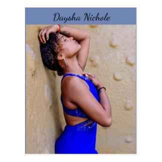 Daysha Nichole, im blauen Kleid, Postkarte