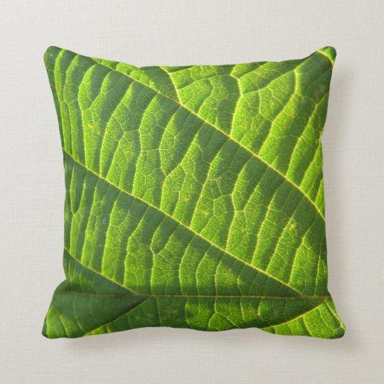Dekokissen cooles, grünes Blattmuster