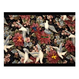 Dekorative Blumen und Tauben Postkarte