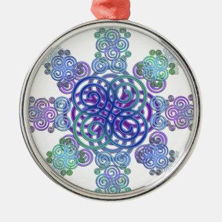 Dekorativer keltischer Entwurf Rundes Silberfarbenes Ornament