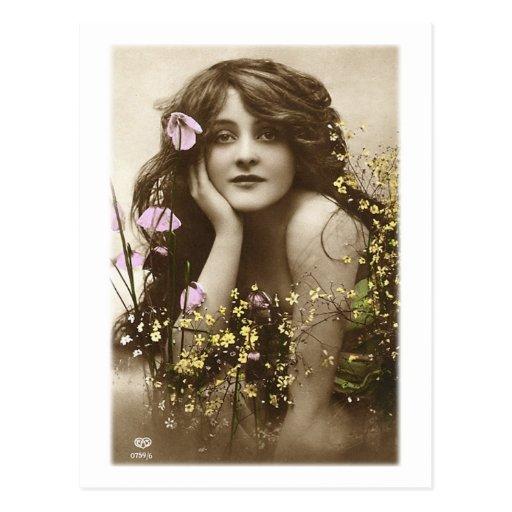 Demoiselle de honneur victorienne de rétros femmes carte postale