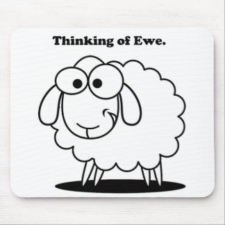 Denken an Mutterschaf-Lamm-Schaf-niedlichen Mauspads