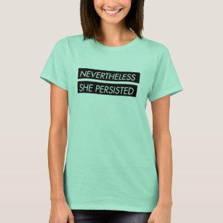 Dennoch bestand sie das T-Shirt der Aussagenfrauen