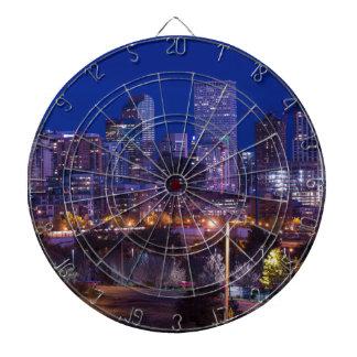 Denver-Skyline nachts - Colorado Dartscheibe