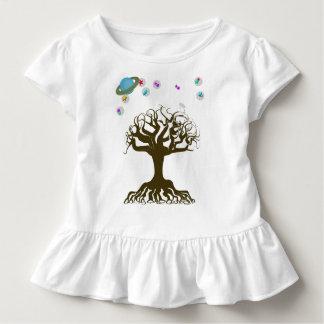 Der Baum und der magische Himmel Kleinkind T-shirt