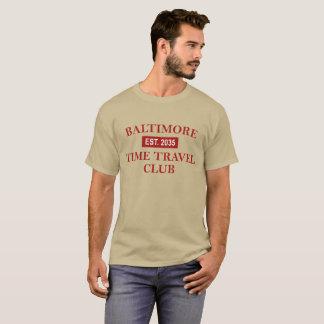 Der dunkle T - Shirt der