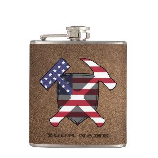 Der Felsen-Hammer-Schild-amerikanische Flagge des Flachmann
