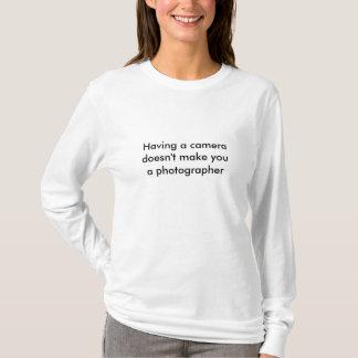 Der Frauen die Spitze des langen Fotografen die T-Shirt