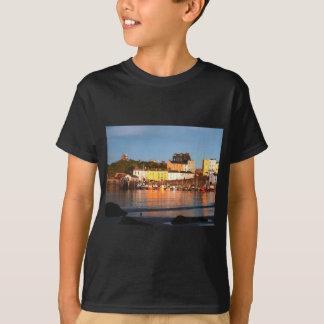 Der Hafen bei Tenby, Südwales T-Shirt