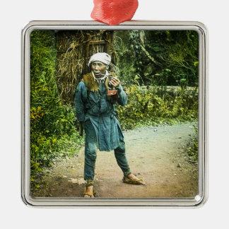 Der Holzkohlen-Kaufmann in altem Japan-rustikalem Quadratisches Silberfarbenes Ornament