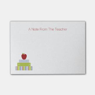 Der Notizblock des Schulbuch-Stapel-Lehrers