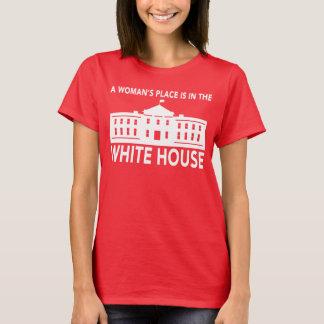"""""""DER PLATZ EINER FRAU IST IM WEISSEN HAUS """" T-Shirt"""