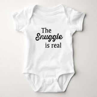 Der Snuggle ist wirkliches lustiges Baby Strampler