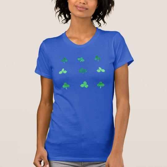 Der T - Shirt der Frauen mit neun Klee-Blätter