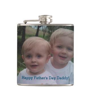 Der Vatertags-Foto-Geschenk-trinkende Flasche