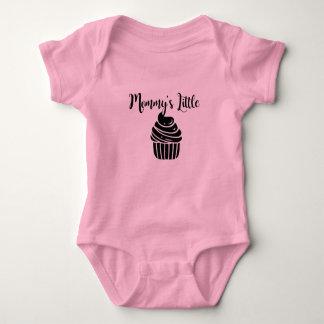 Der wenige kleine Kuchen der Mama Baby Strampler