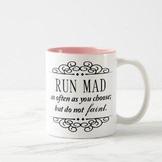 Der wütende Lauf/fallen nicht Typografie-Tasse Zweifarbige Tasse