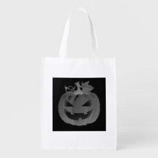 Des bonbons ou un sort noir et blanc de sacs d'épicerie