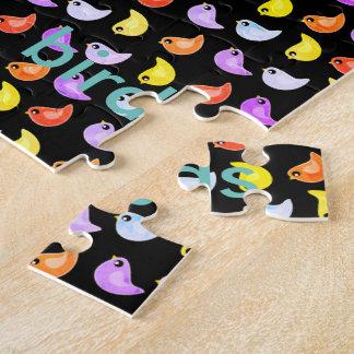 Des hellen bunten Puzzle Vogelmusters des Spaßes