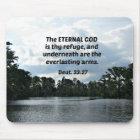 Deut. 33:27 ist der ewige Gott thy Schutz… Mousepad