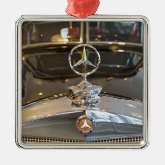 Deutschland, Baden-Wurttemberg, Stuttgart. Quadratisches Silberfarbenes Ornament