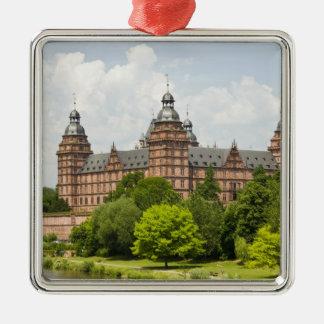 Deutschland, Bayern, Bayern, Aschaffenburg. Quadratisches Silberfarbenes Ornament