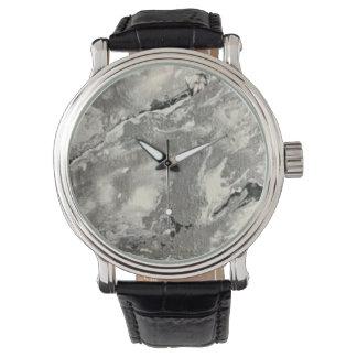 Die Armbanduhr des Mannes oder der Frau