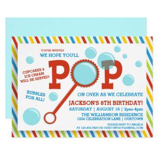 Die Blasen-Party-Geburtstags-Einladung des Jungen Karte