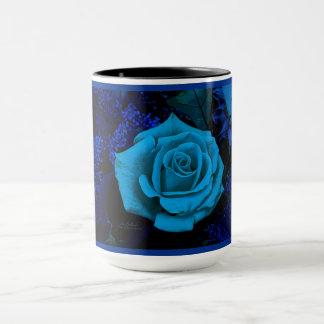 Die blaue Rosen-Kaffee-Tasse durch Julie Everhart Tasse
