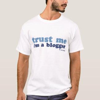 Die grundlegenden t der Männer (vertrauen Sie mir) T-Shirt