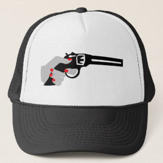Die Hand und das Gewehr der Frau Truckerkappe