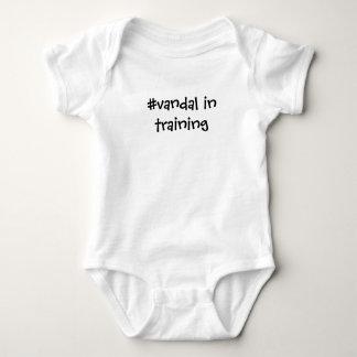 Die Herstellung von einem #vandal Baby Strampler