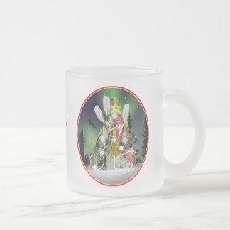 Die Kajak-Weihnachtsbaum-Aurora Borealis Matte Glastasse
