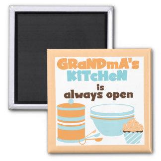 Die Küchen-immer offene T-Shirts und Geschenke der Quadratischer Magnet