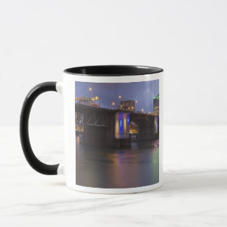 Die morrison-Brücke über dem Willamette Fluss Tasse