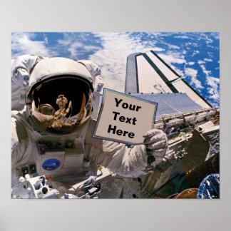 Die NASA-Astronaut, der Zeichen hält - addieren Poster