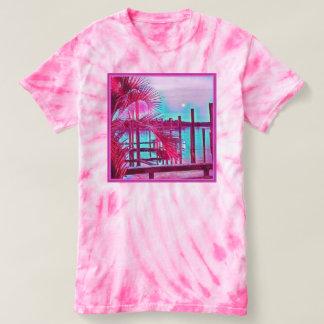 Die rosa gefärbte Krawatte der Frauen T-shirt