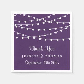 Die Schnur-Lichter auf lila Hochzeits-Sammlung Papierserviette