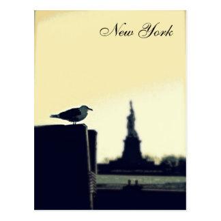 Die Seemöwe und das Freiheitsstatue Postkarte